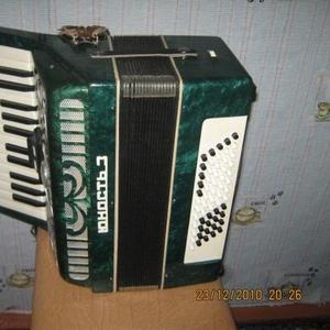 Продам аккордеон 12