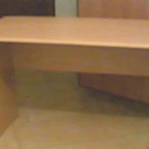 Продам стол цвет светлый орех