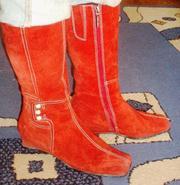 Продам замшевые зимние сапожки красного цвета.